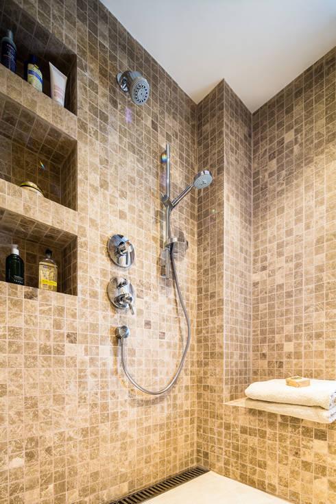 Mid-Levels Bathroom: modern Bathroom by Nicole Cromwell Interior Design