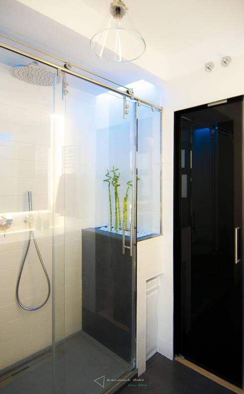Baños de estilo moderno por emmme studio