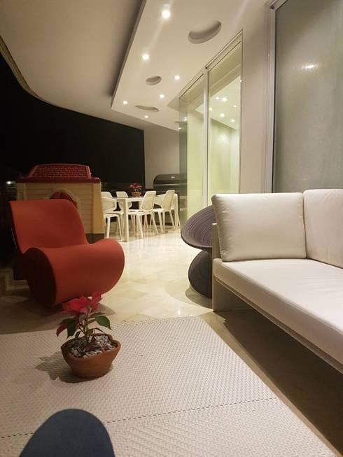 Proyecto Paraguaná: Salas de entretenimiento de estilo moderno por THE muebles