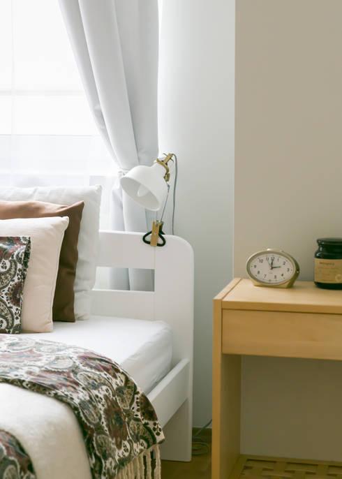 Home staging mieszkania na wynajem - sypialnia: styl , w kategorii  zaprojektowany przez IDeALS   interior design and living store