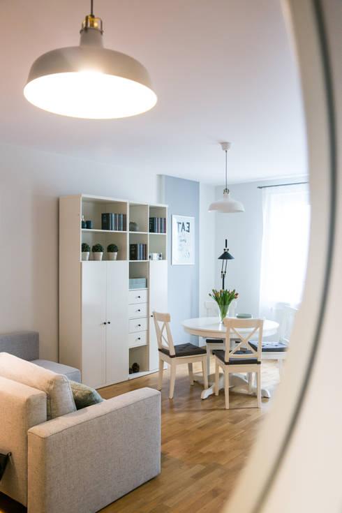Home staging mieszkania na wynajem - salon: styl , w kategorii  zaprojektowany przez IDeALS   interior design and living store