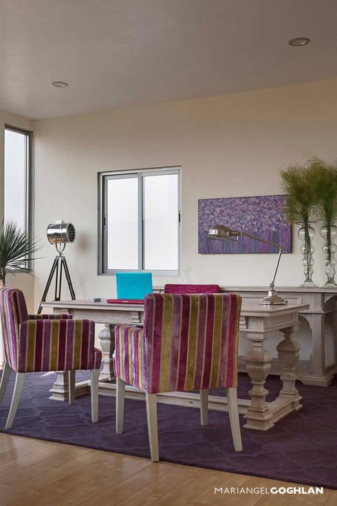 Proyecto Almendros: Salas de estilo moderno por MARIANGEL COGHLAN