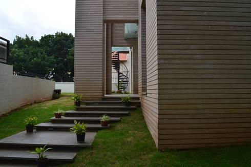 Interior: modern Garden by Design Thoughts Architects