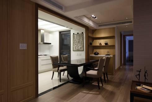 實木皮的美式線條:  餐廳 by 誼軒室內裝修設計有限公司