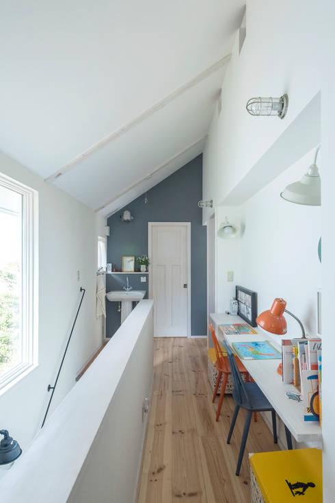 小山町 N邸: HAPTIC HOUSEが手掛けた廊下 & 玄関です。