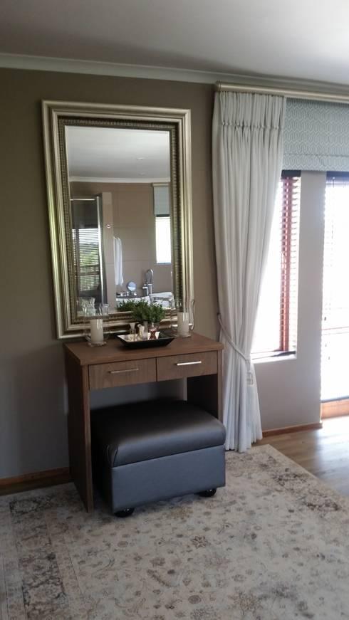 Bedroom Decor Accessories: minimalistic Bedroom by Carne Interiors