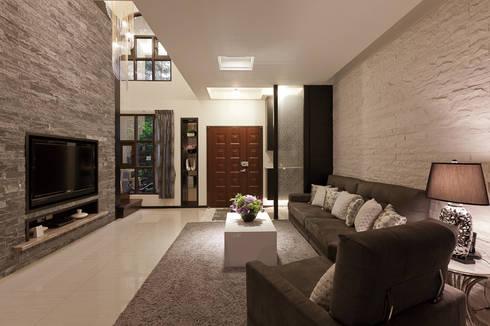 仰‧初相:  客廳 by 芸采創意空間設計-YCID Interior Design