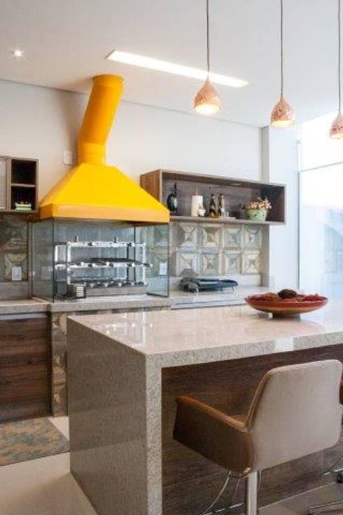 Churrasqueira gourmet: Cozinha  por Artenova Interiores