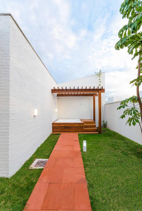 水療 by Diego Alcântara  - Studio A108 Arquitetura e Urbanismo