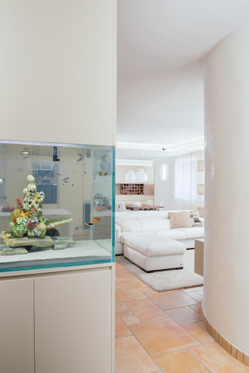 Pasillos y recibidores de estilo  por manuarino architettura design comunicazione