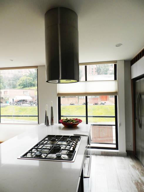 Apartamento Circunvalar: Cocinas de estilo moderno por BIANCO ED