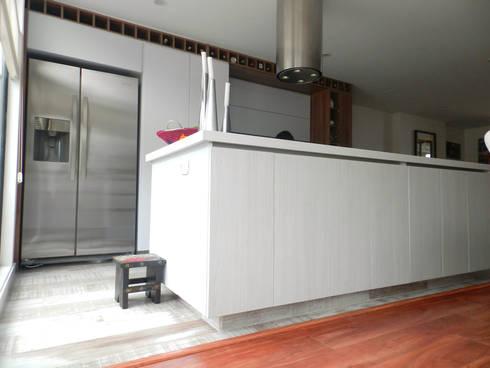 Apartamento Circunvalar: Cocina de estilo  por BIANCO ED