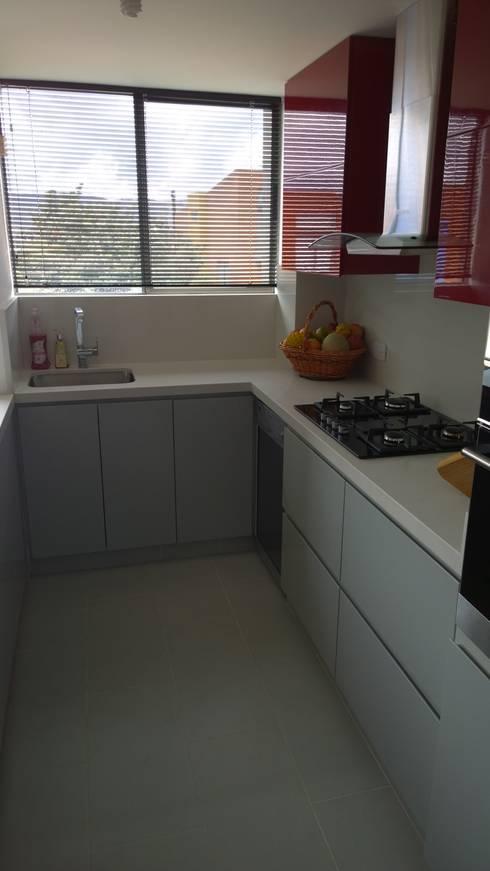 Apartamento Boyacá 161: Cocinas de estilo moderno por BIANCO ED