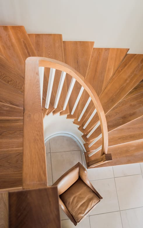 Spiral Timber Staircase:  Corridor & hallway by Tim Ziehl Architects