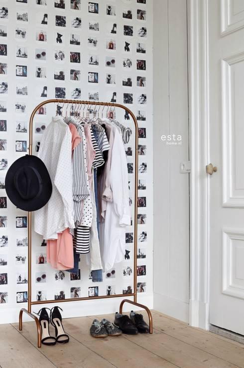 vliesbehang polaroid foto's beige en licht roze:  Muren & vloeren door ESTAhome.nl