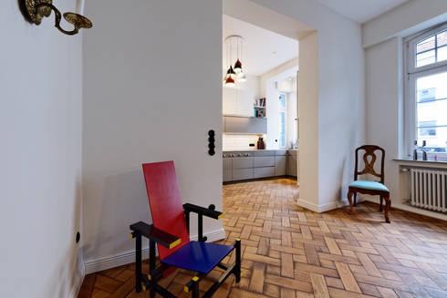 Sichtachsen Küche Wohnraum: moderne Esszimmer von Klocke Möbelwerkstätte GmbH