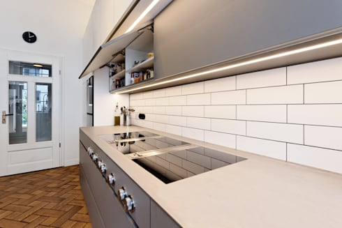 Kochstelle Bora und Metro-Fliesen: moderne Küche von Klocke Möbelwerkstätte GmbH