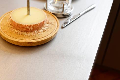 Perfekte Ablageflächen: moderne Küche von Klocke Möbelwerkstätte GmbH