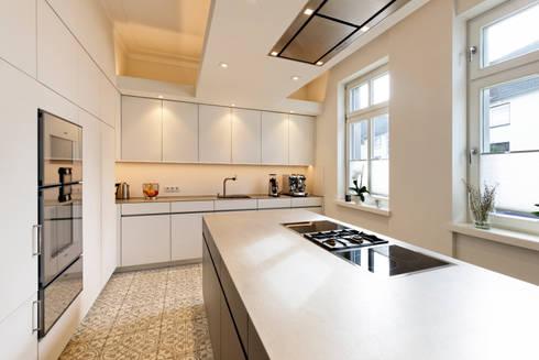 Arbeitsfläche - Küche: minimalistische Küche von Klocke Möbelwerkstätte GmbH
