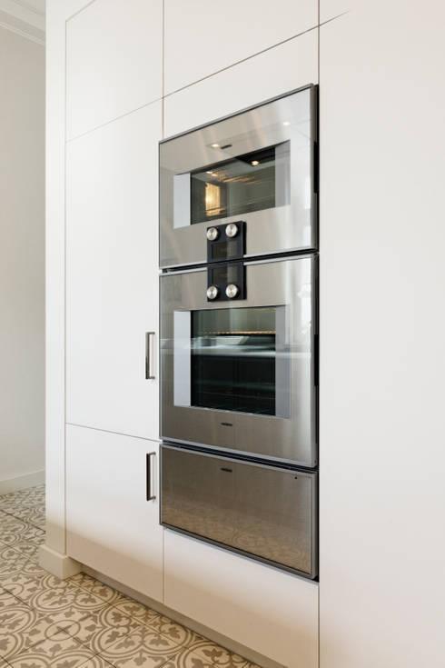Küchengeräte: moderne Küche von Klocke Möbelwerkstätte GmbH