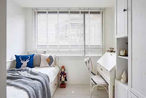 小.曲折 Anti-Sinuous:  臥室 by 理絲室內設計有限公司 Ris Interior Design Co., Ltd.