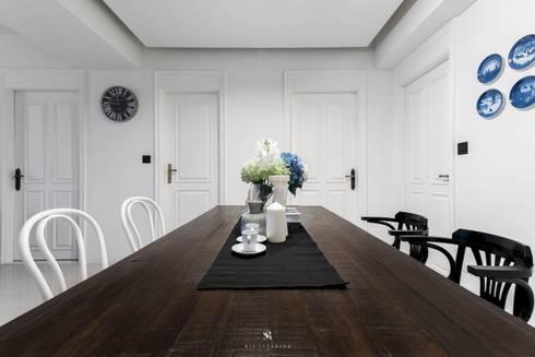 皓慕.Home Home Amore:  窗戶與門 by 理絲室內設計有限公司 Ris Interior Design Co., Ltd.