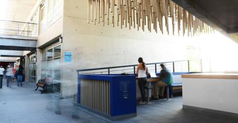 La entrada: Oficinas y tiendas de estilo  por Creans+
