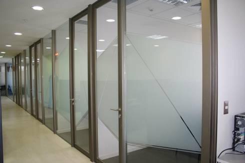 Habilitación oficinas GfK: Estudios y biblioteca de estilo  por Arc Arquitectura