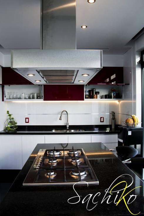 Diseño de Cocina Integral – CANTARES: Cocina de estilo  por SACHIKO COCINAS