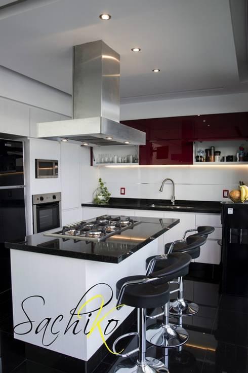 modern Kitchen by SACHIKO COCINAS