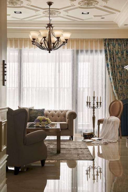 غرفة المعيشة تنفيذ 理絲室內設計有限公司 Ris Interior Design Co., Ltd.