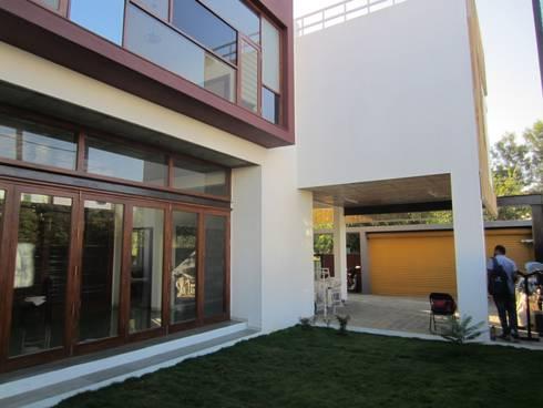 BYSANI RESIDENCE, BANGALORE: modern Garden by Parikshit Dalal Design + Architecture