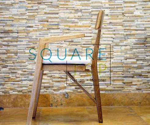 Silla Versilia tres patas, con la mejor madera.: Hogar de estilo  por SquareTop Design