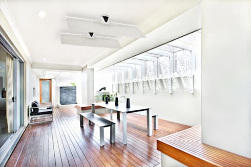 The Sensu Punkah Deckenfächer: moderner Balkon, Veranda & Terrasse von Oliver Kessler Design GmbH