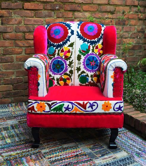 Poltrona en patchwork de india: Hogar de estilo  por SARRIA HOME