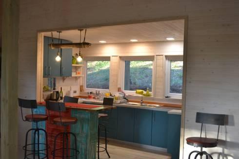 CASA UNDURRAGA: Cocinas de estilo moderno por Kanda arquitectos