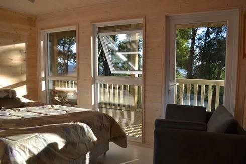 CASA UNDURRAGA: Dormitorios de estilo moderno por Kanda arquitectos