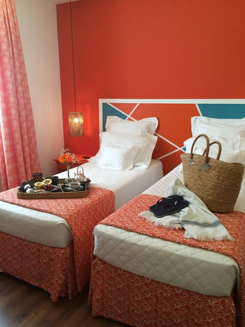 Quarto laranja: Hotéis  por Jean de Just design de interiores