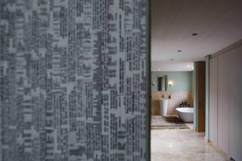 House Hoffman: modern Bathroom by Swart & Associates Architects