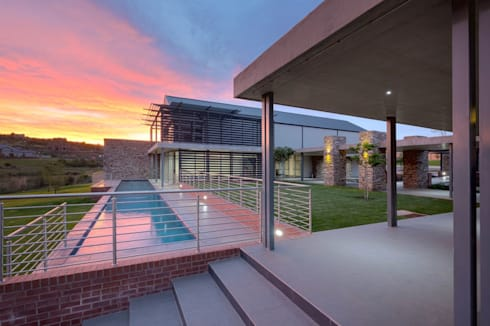 The Hills Wildlife Estate Clubhouse:  Bars & clubs by Swart & Associates Architects