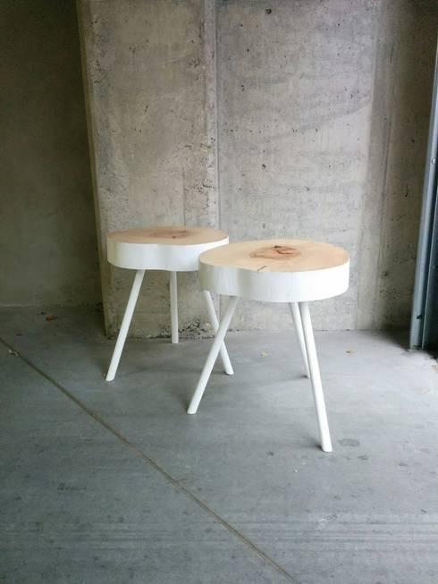 dwa stolik drewnine białe. : styl , w kategorii Salon zaprojektowany przez Studio Minimal Meble