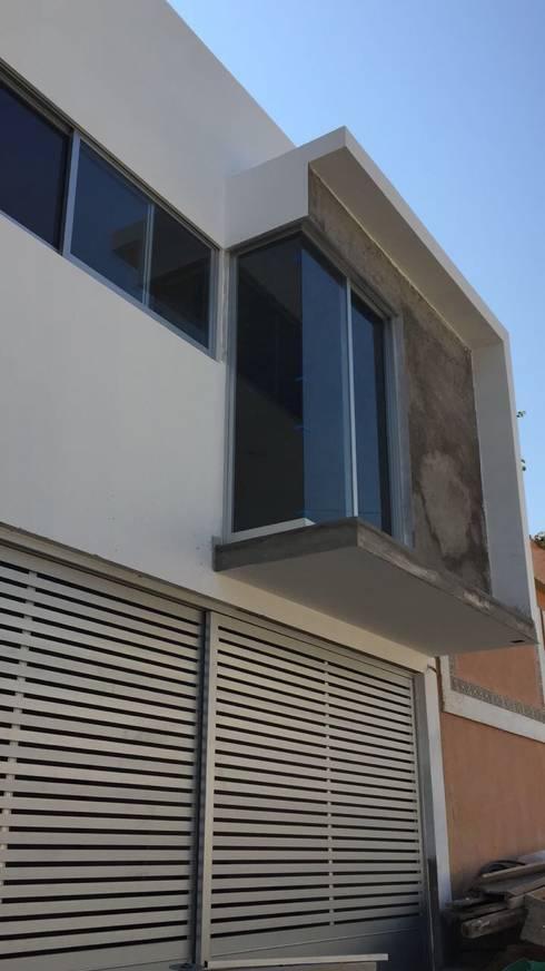 pequeño, comodo y funcional apartamento: Casas de estilo minimalista por Ma&Co