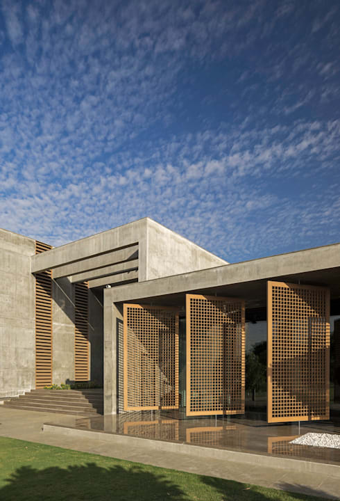 Private Residence Ahmedabad: modern Houses by Blocher Blocher India Pvt. Ltd.
