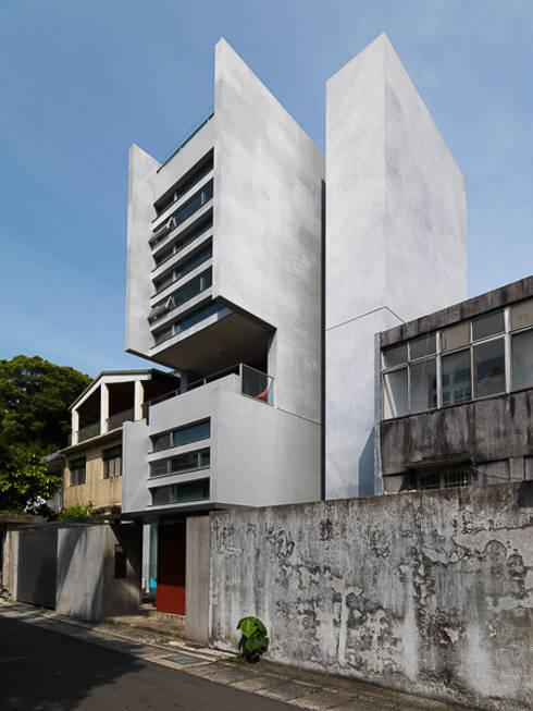 何宅 House H:  房子 by  何侯設計   Ho + Hou Studio Architects