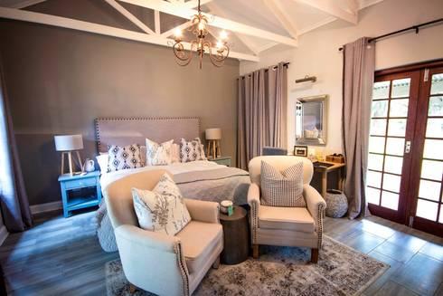 White River Manor: country Bedroom by Principia Design