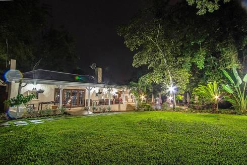 White River Manor: country Garden by Principia Design