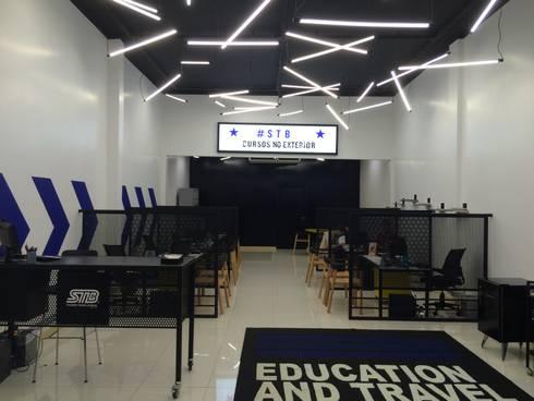 Loja STB - Student Travel Bureau: Edifícios comerciais  por RENATO MELO | ARQUITETURA