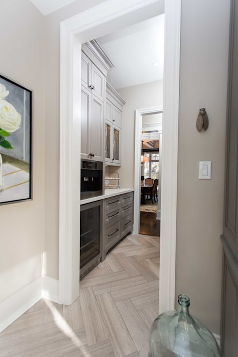 Butler's Pantry: classic Kitchen by Frahm Interiors