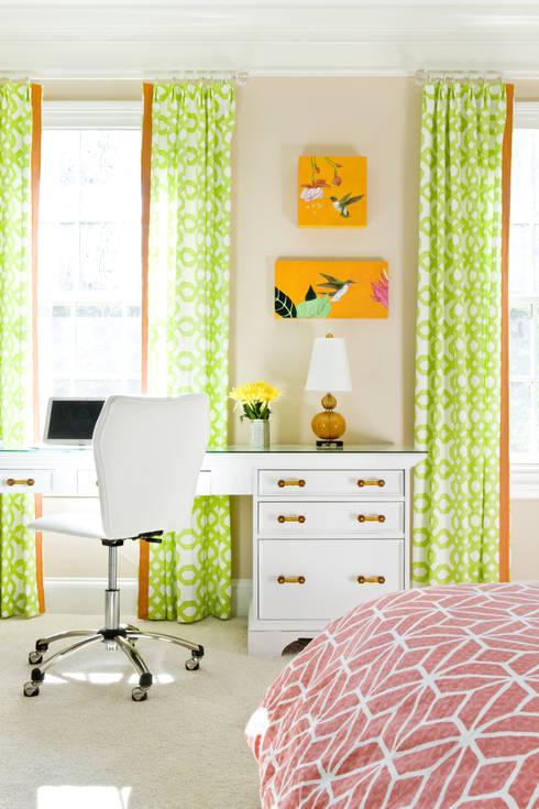 Next Generation - Tween's Room Desk:  Bedroom by Lorna Gross Interior Design