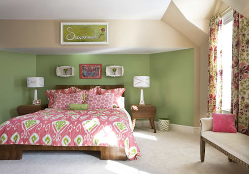 Next Generation - Girl's Room: classic Bedroom by Lorna Gross Interior Design